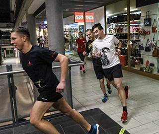 谁说商场只能购物 波兰举行商场赛跑活动