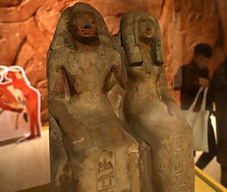 古埃及祭祀夫妻神像雕塑郑州展出