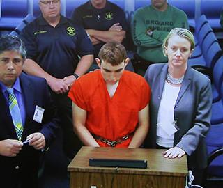 美国佛州枪击案嫌犯被控17项杀人罪名