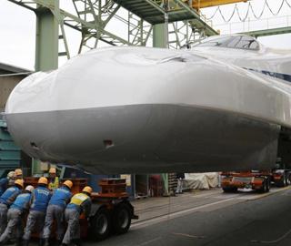 日本新干线N700S高速列车亮相