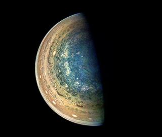 木星南极新鲜影像曝光 蓝色漩涡迷人