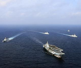海军航母编队连续跨海区实兵对抗训练