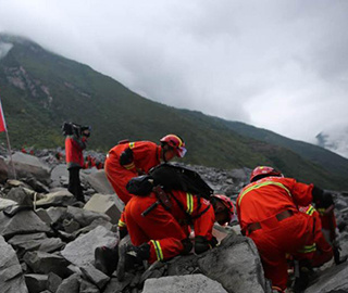 茂县山体垮塌救援 与生命赛跑的48小时