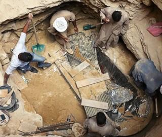 埃及新发现一巨型石棺 内有三具木乃伊