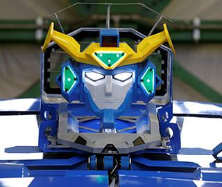 日本展出变形机器人 10秒变成跑车