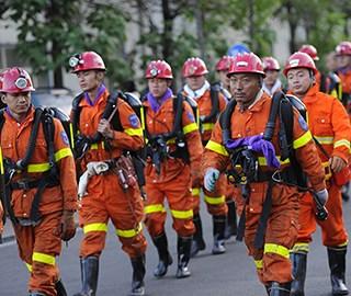 山西煤矿透水事故 救援队下井搜救