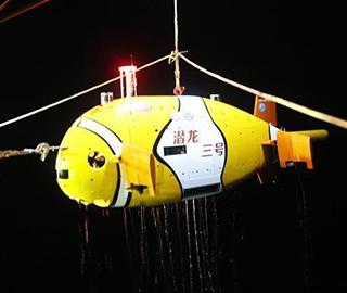 """""""潜龙三号""""第二潜深海航行创纪录"""