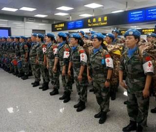 中国蓝盔维和出征 战友、亲属送别