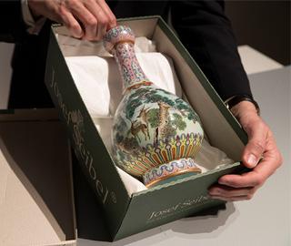 乾隆时期罕见瓷瓶将拍卖