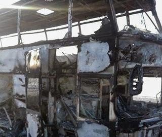 哈萨克斯坦一公交车起火 致50余人死亡