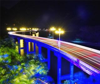 """湖北""""三峡水上公路""""夜色迷人"""