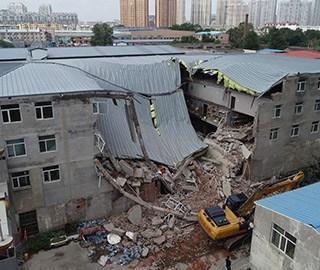 哈尔滨一金属交易市场内四层建筑坍塌