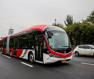 18米纯电动巴士投入运营 使用智能系统