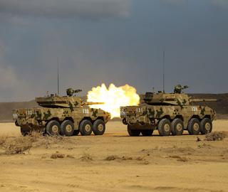 解放军驻吉布提保障基地进行实弹训练