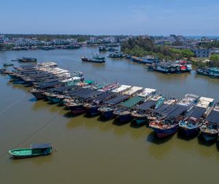 南海开始伏季休渔 海南1.7万渔船回港