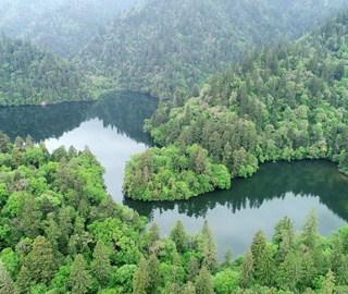 九寨沟境内藏在大山深处的高山湖泊