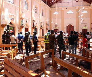 斯里兰卡多地发生爆炸 教堂内一片狼藉