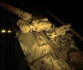 国际空间站宇航员进行太空行走