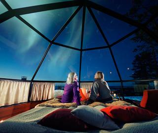 纯玻璃圆顶小屋 让你躺着看北极光
