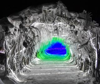 吉林现两百米冰雪溶洞 犹如魔幻仙境