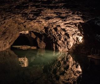 探访欧洲最大地下湖 如梦幻王国