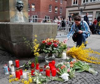 德国民众悼念汽车冲撞事件遇难者