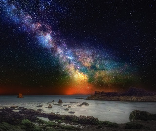 银河与五彩星云交相辉映美到窒息