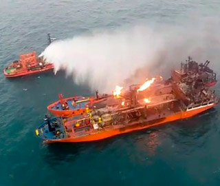 亚洲城娱乐欢迎您_两轮船在刻赤海峡起火 现场画面曝光