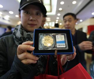 冬奥会会旗交接纪念品北京发售
