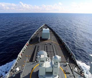 中国海军173舰艇编队组织针对性训练