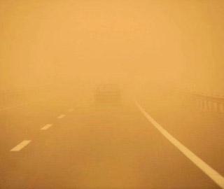 新疆鄯善出现沙尘暴天气
