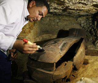 埃及开罗南部发现大型墓地