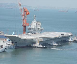 中国第二艘航母完成首次出海试验
