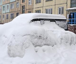 世界最北端城市下大雪 汽车秒被覆盖