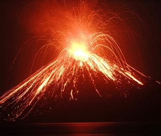 印尼喀拉喀托火山喷发