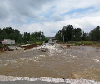 暴雨致黄河故道徐州大彭段观光路垮塌