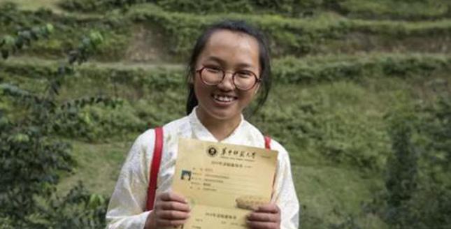 这个捡来的孩子考上大学了,她的一句感恩话让人泪目…