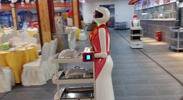 """广西南宁一餐厅拥有20名机器人""""服务员"""""""