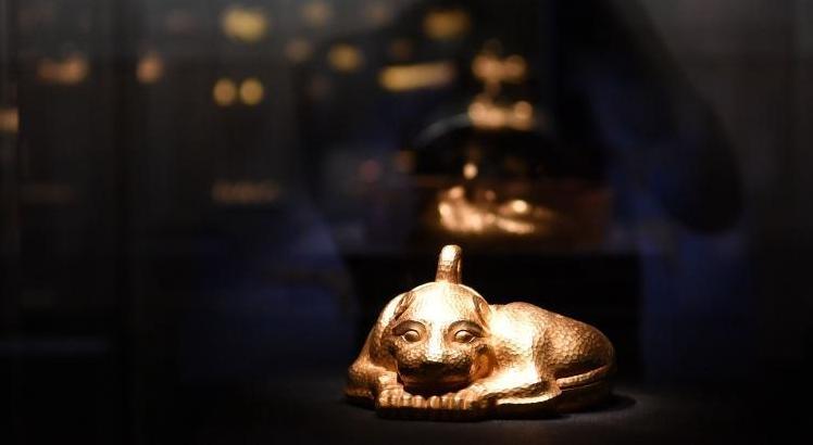 成都举办中国最大规模黄金展 9公斤金兽现身