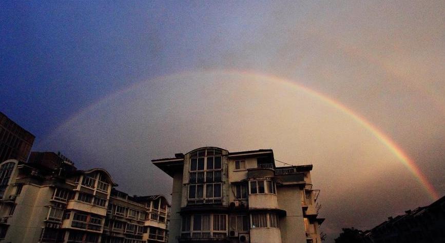 冷空气侵袭浙江绍兴 暴雨过后现靓丽彩虹