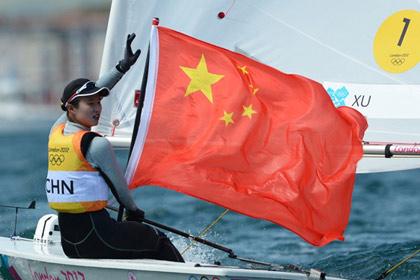 徐莉佳担任伦敦奥运中国代表团闭幕女旗手