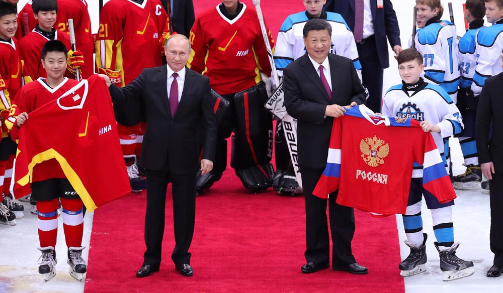 习近平同普京在天津共同观看中俄青少年冰球友谊赛