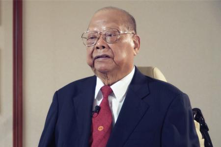 """香港""""领带大王""""曾宪梓:我要用尽一生为国家出力"""