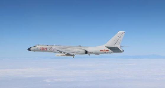 """空军高调发布""""绕岛视频"""" 台湾成第一岛链缺口?"""