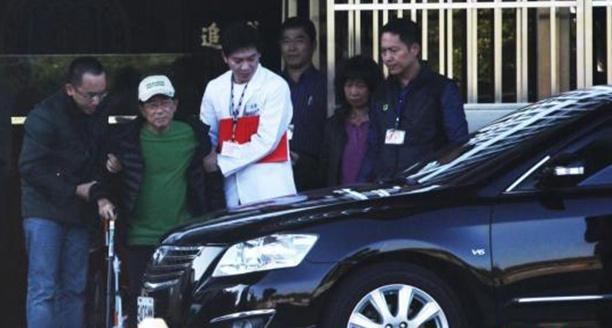 陈水扁保外就医逛花博 被指手不抖、进出享特权