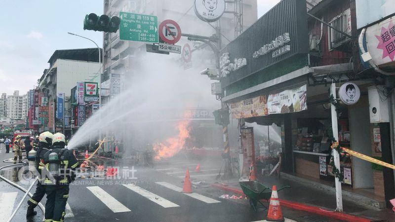 台北一工程施工疑挖断瓦斯管线 发生火灾致一男子伤