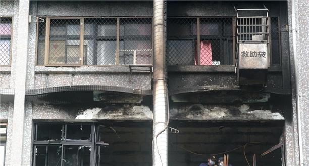 台北医院大火死亡人数增至12人 案情仍待厘清