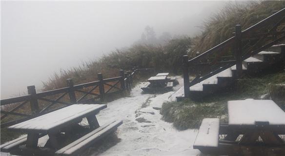 台湾迎今年入冬首波降雪 雪山降下皑皑白雪