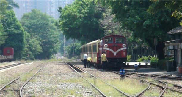 台湾阿里山火车将复驶 通车前夕两次故障遭质疑
