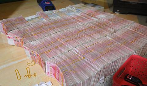广西南宁警方8月21日通报,当地近日成功侦破涉案金额15.19亿元人民币的特大传销案件,涉案8000余人主要来自东北三省及山东、浙江等地。
